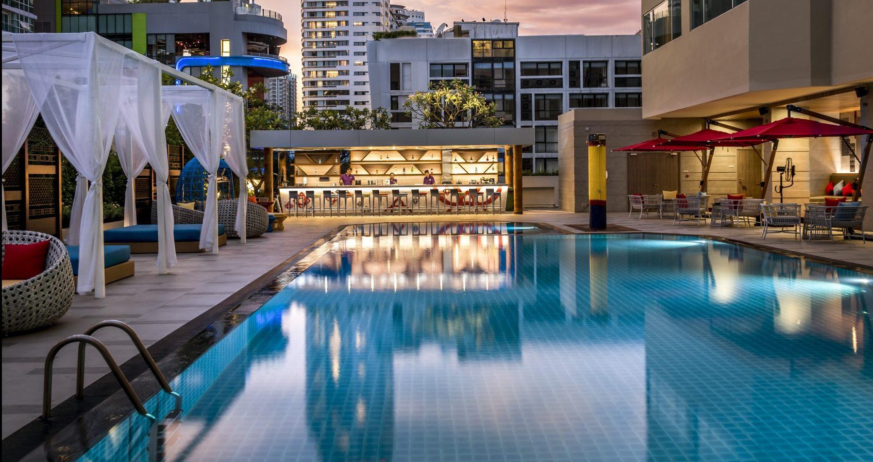 Beautiful swimming pool at Mercure Bangkok Sukhumvit 11
