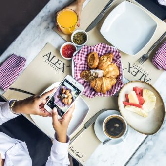 stay-with-free-breakfast