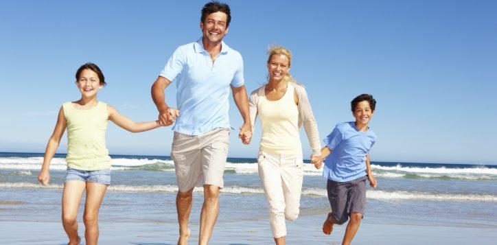 istock_beach-family