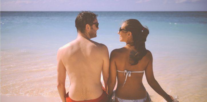 beach-couple-love