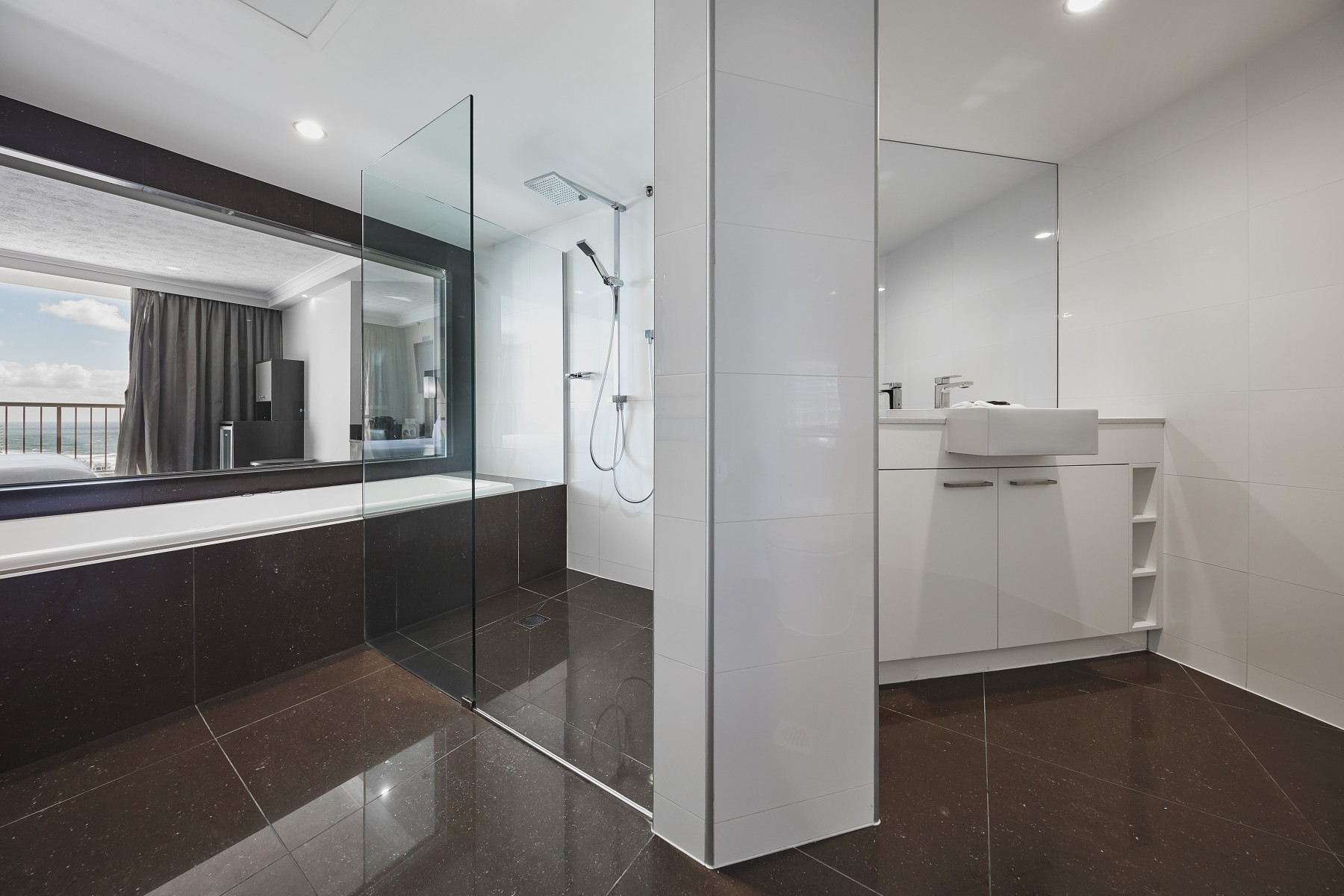 Peachy Novotel Surfers Paradise Executive Room Gold Coast Interior Design Ideas Pimpapslepicentreinfo
