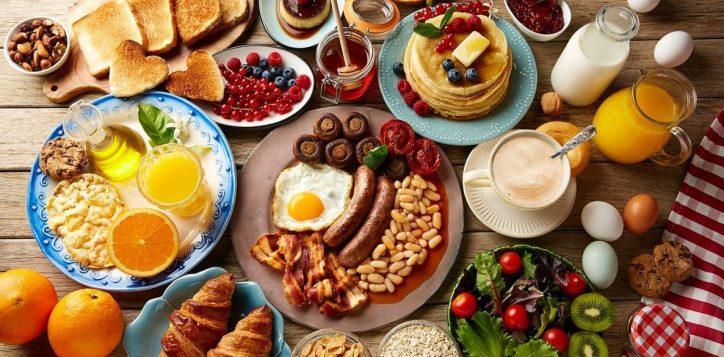 weekend-breakfast-in-the-restaurant