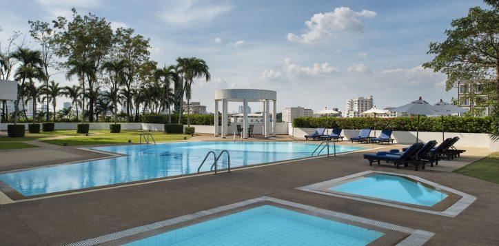novotel-bangkok-bangna-recreation-spa-fitness-swimming-pool-image02