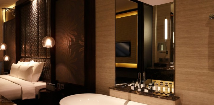 pullman-deluxe-room-bathroom-3