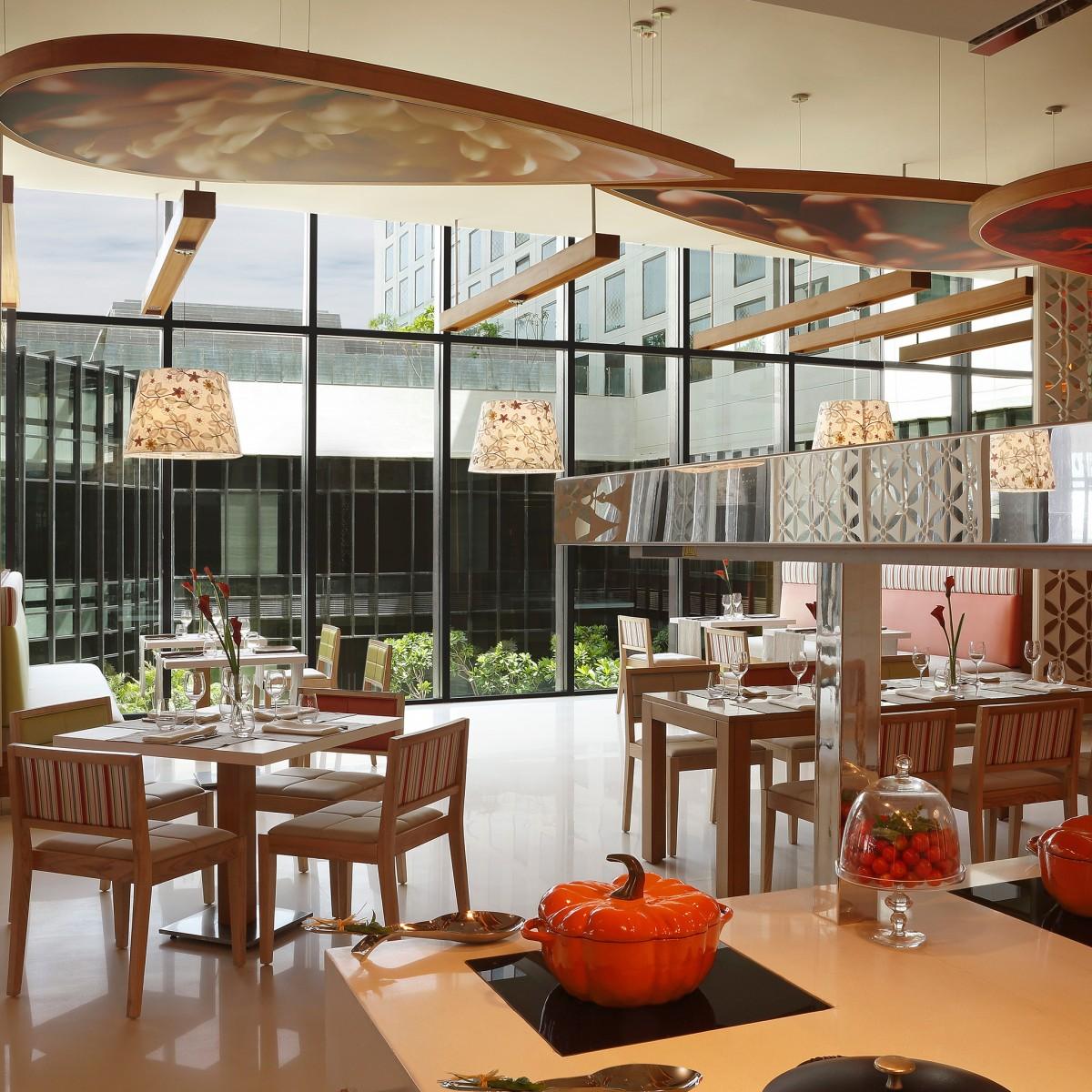 Astonishing Restaurants Bars Pullman New Delhi Aerocity 5 Star Hotel Interior Design Ideas Pimpapslepicentreinfo
