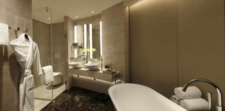 pullman-suite-bathroom-1