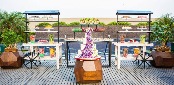 terrace-pool-decor-set-up-food