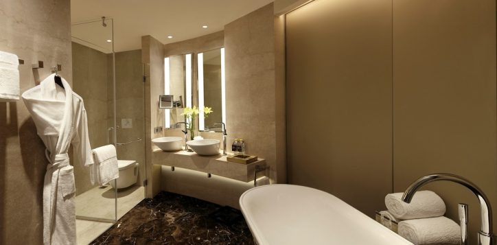 pullman-suite-bathroom-1-2
