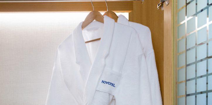 4-bathrobe