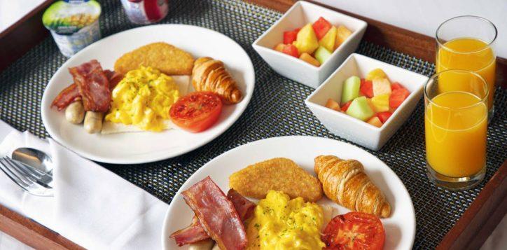 staycation-in-room-breakfast-set-novotel-century-hk
