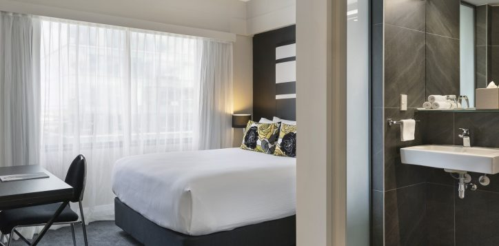 standard-room-with-queen-bed-city-side