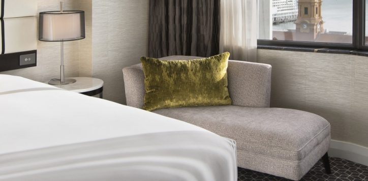 grand-mercure-auckland-superior-room-with-kind-bed-ocean-view