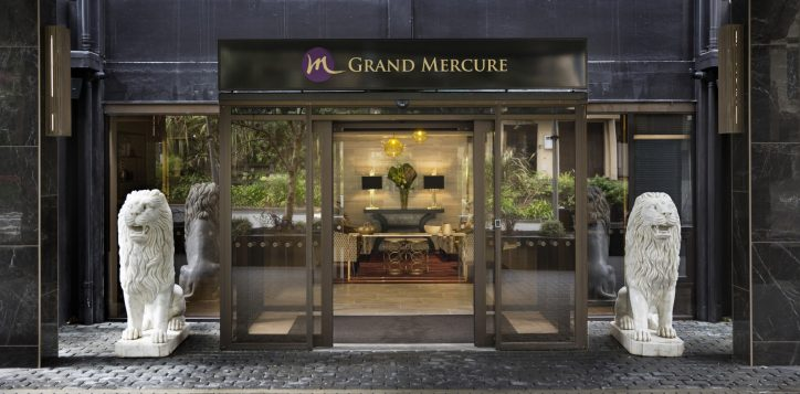 grand-mercure-wellington-entrance
