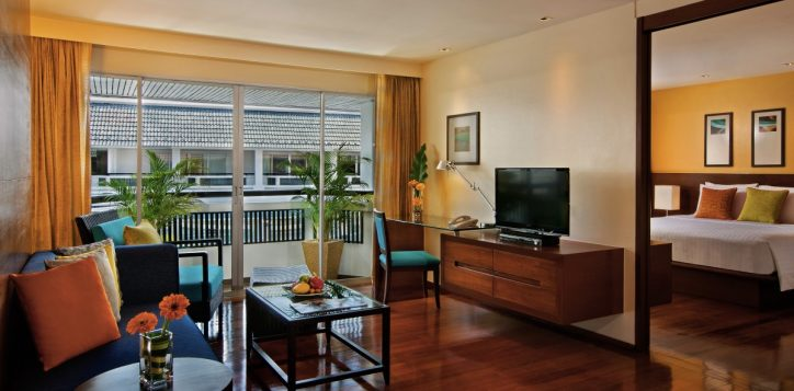 08-one-bedroom-suite-living-room-11
