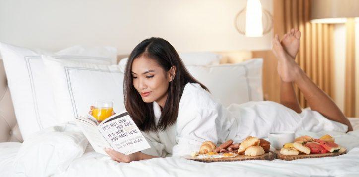 in-room-breakfast75_edt