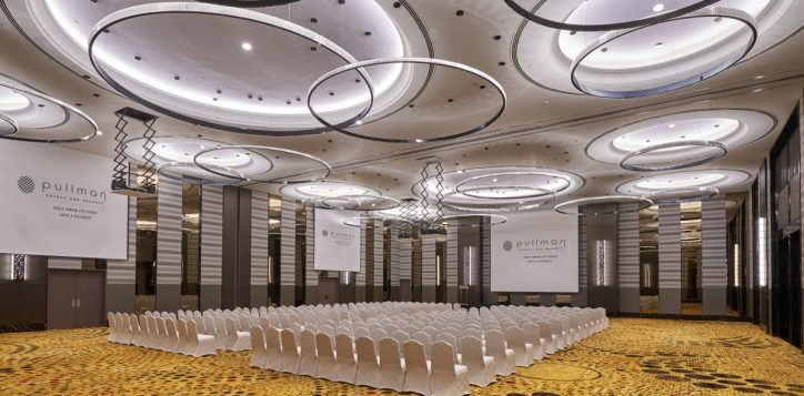 07-pklcc-grand-ballroom_theatre-triangle-with-screen-projector