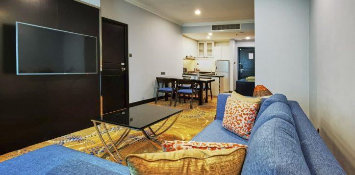 pklcc_day-office_living-room-to-kitchenette