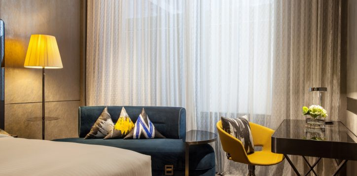 novotel-singapore-stevens-hotel-rooms-and-suites-novetel-deluxe-room-gallery-01-2