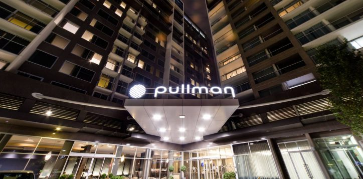 pullman-adelaide-hotel-rooms-and-suites-deluxe-room-image