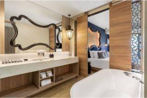 Deluxe sea view bathroom