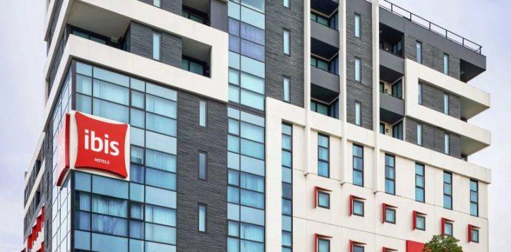 ibis-melbourne-hotel-swasnton-street-facade-high-res-min