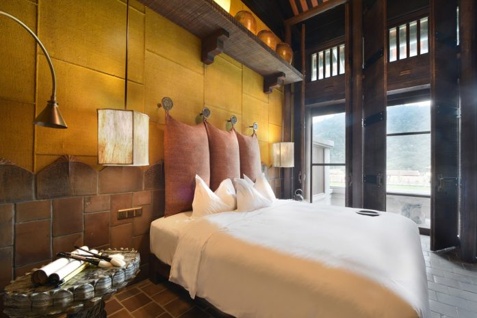 deluxe-room-1-king-size-bed