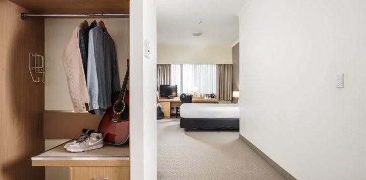 standard-queen-room