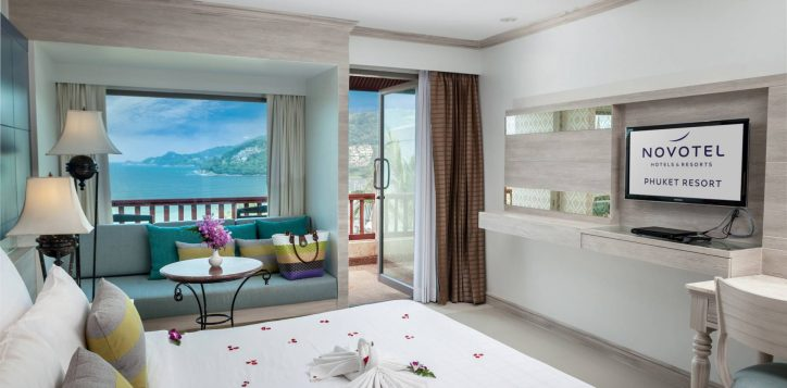 novotel-phuket-resort-room-superior-double-ocean-view-intro1-2