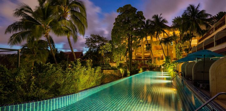 novotel-phuket-resort-shuttle-to-junceylon