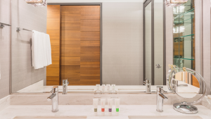 Swissôtel Nankai Osaka Deluxe Suite Twin Toilet & Bath