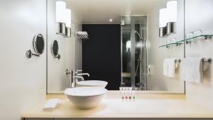 Swissôtel Nankai Osaka Swiss Advantage Room King Plus Toilet & Bath
