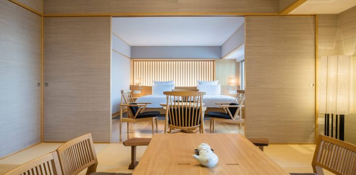 swissotel-nankai-osaka_waraku-japanese-suite_living-and-dining-area