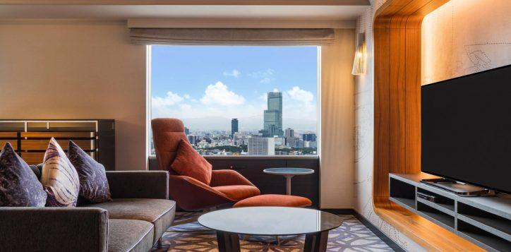 swissotel-nankai-osaka_deluxe-suite-king_living-area