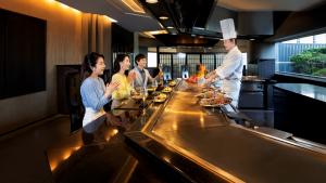 10f-%e3%80%8cminami%e3%80%8d-teppanyaki-restaurant