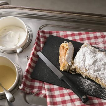 swiss-gourmet-apple-strudel