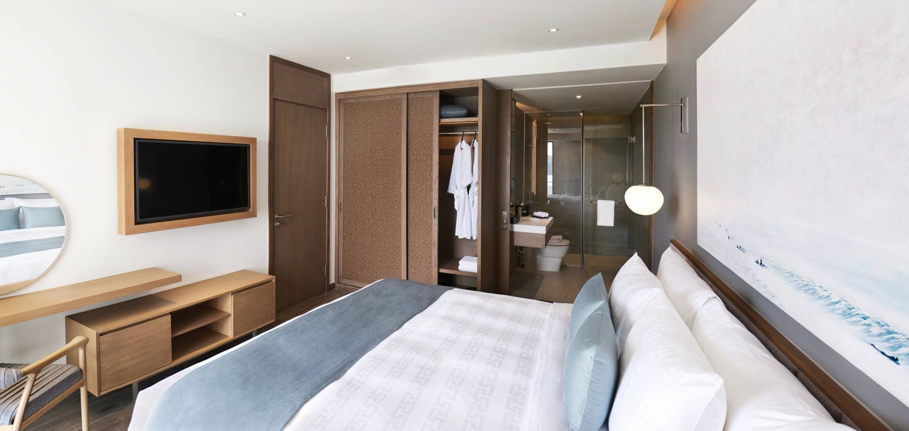 superior-suite-1-king-bed-with-balcony