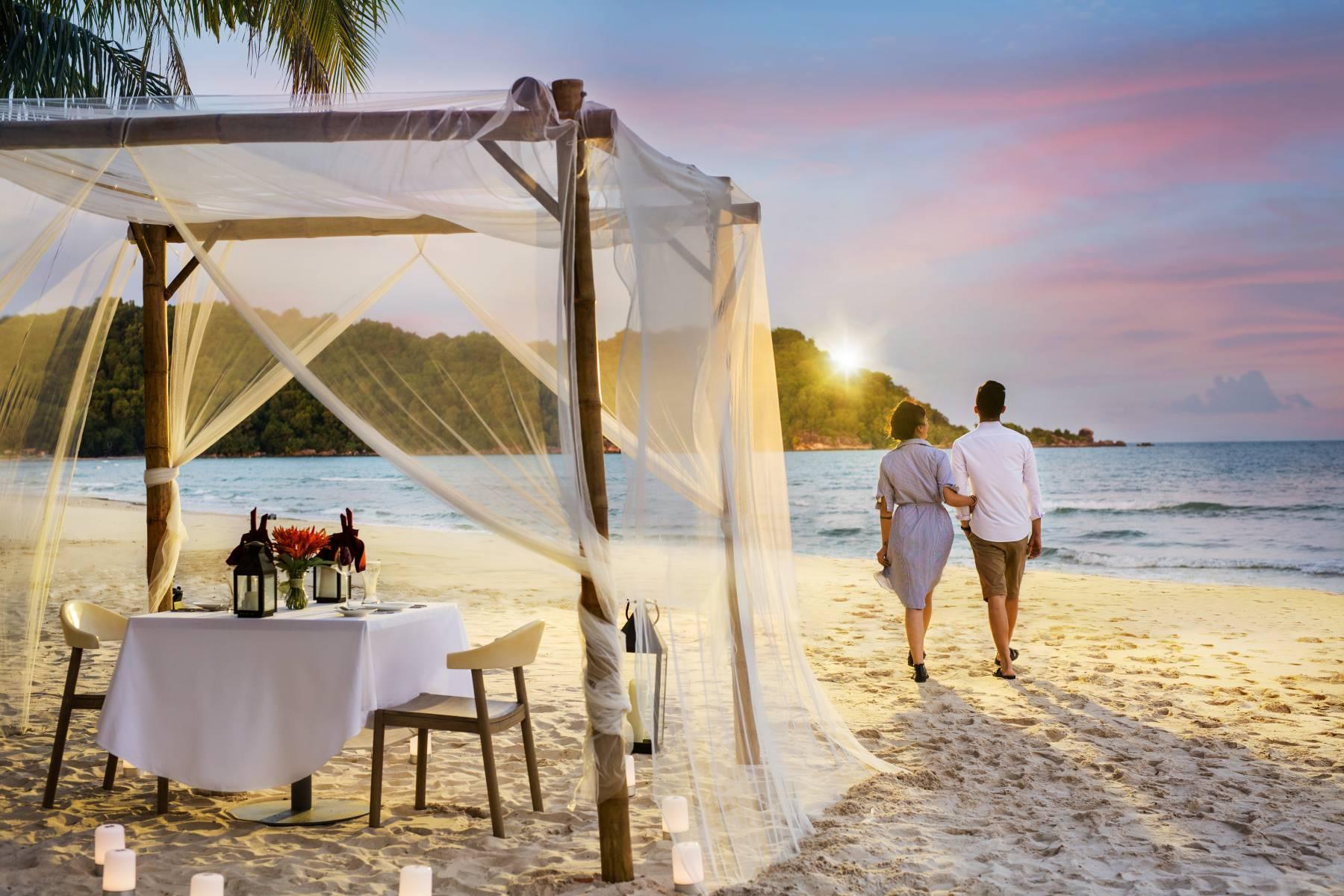 romantic-dinner-on-the-beach