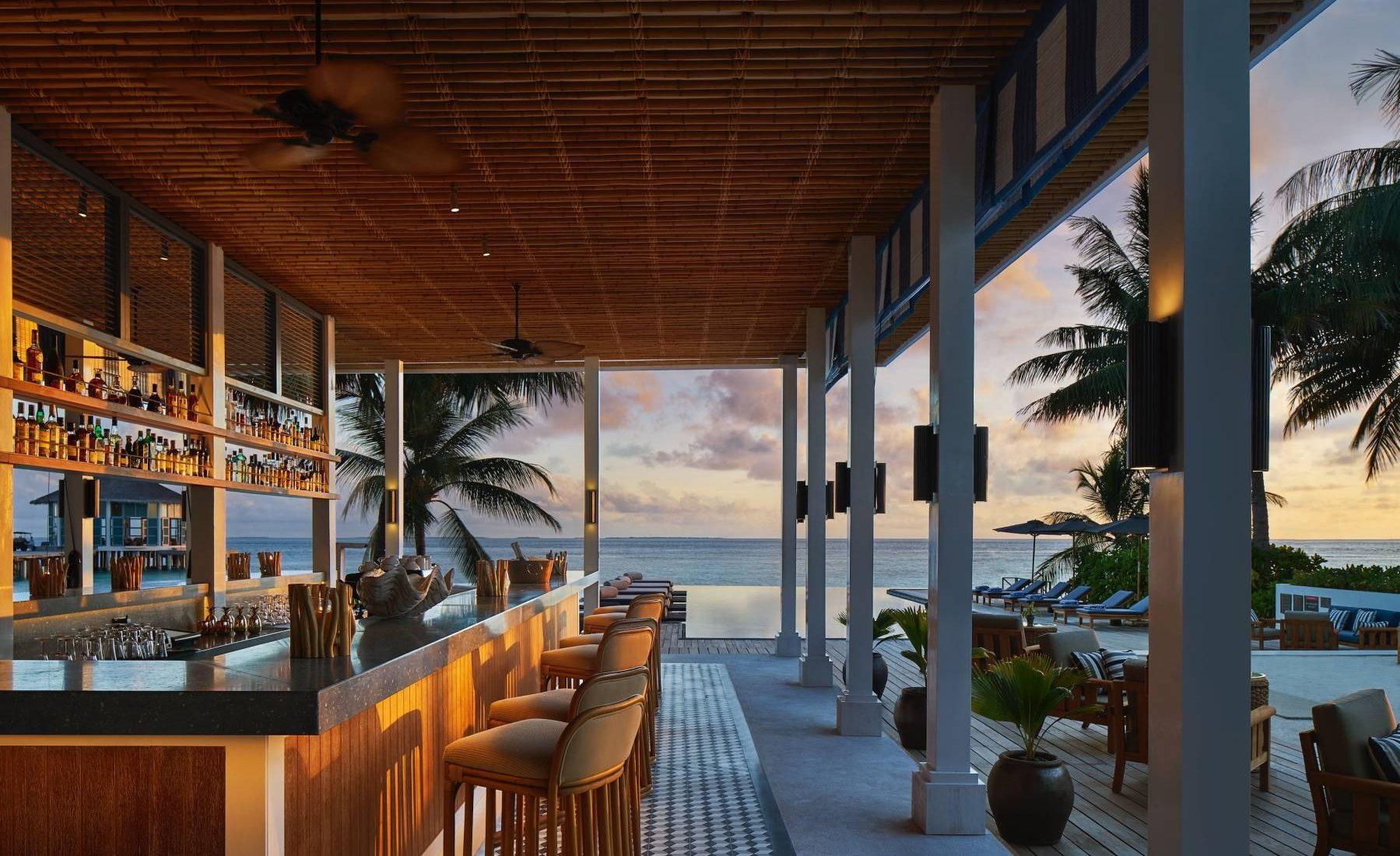 Raffles Maldives Meradhoo - Long Bar