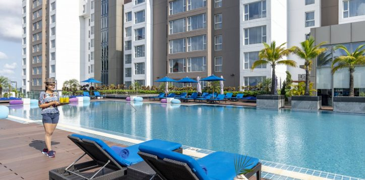 novotelyangonmax-barsoutlet-poolbar-photo1-2