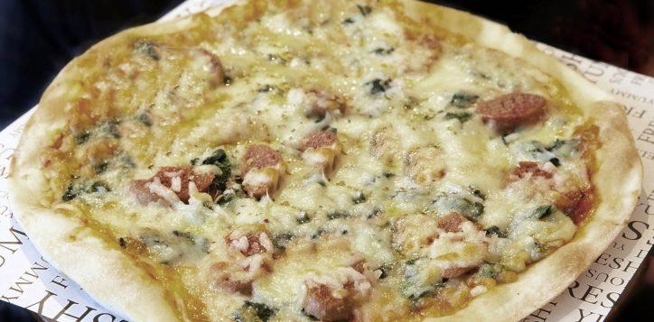 ibisstyles-bangkok-ratchada-pizza-di-omni-meat