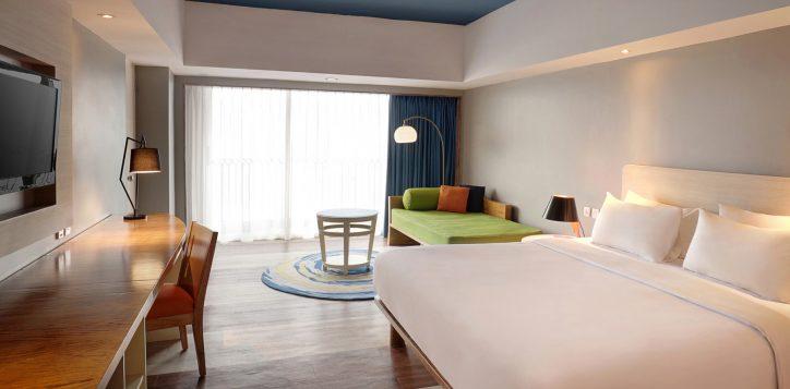 grand-deluxe-ocean-balcony-room