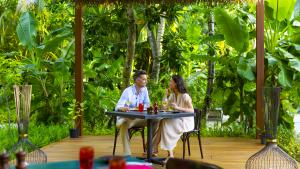 Romantic dinner at Vegan restaurant Maldives | Pullman Maldives