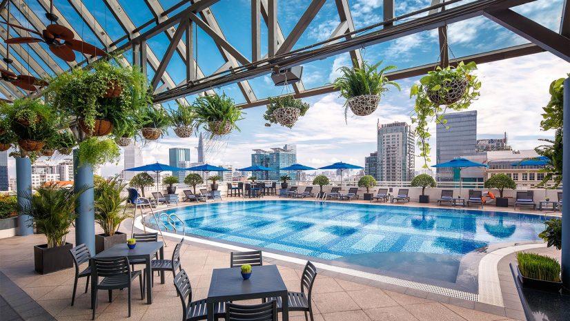 s-pool-bar-dining