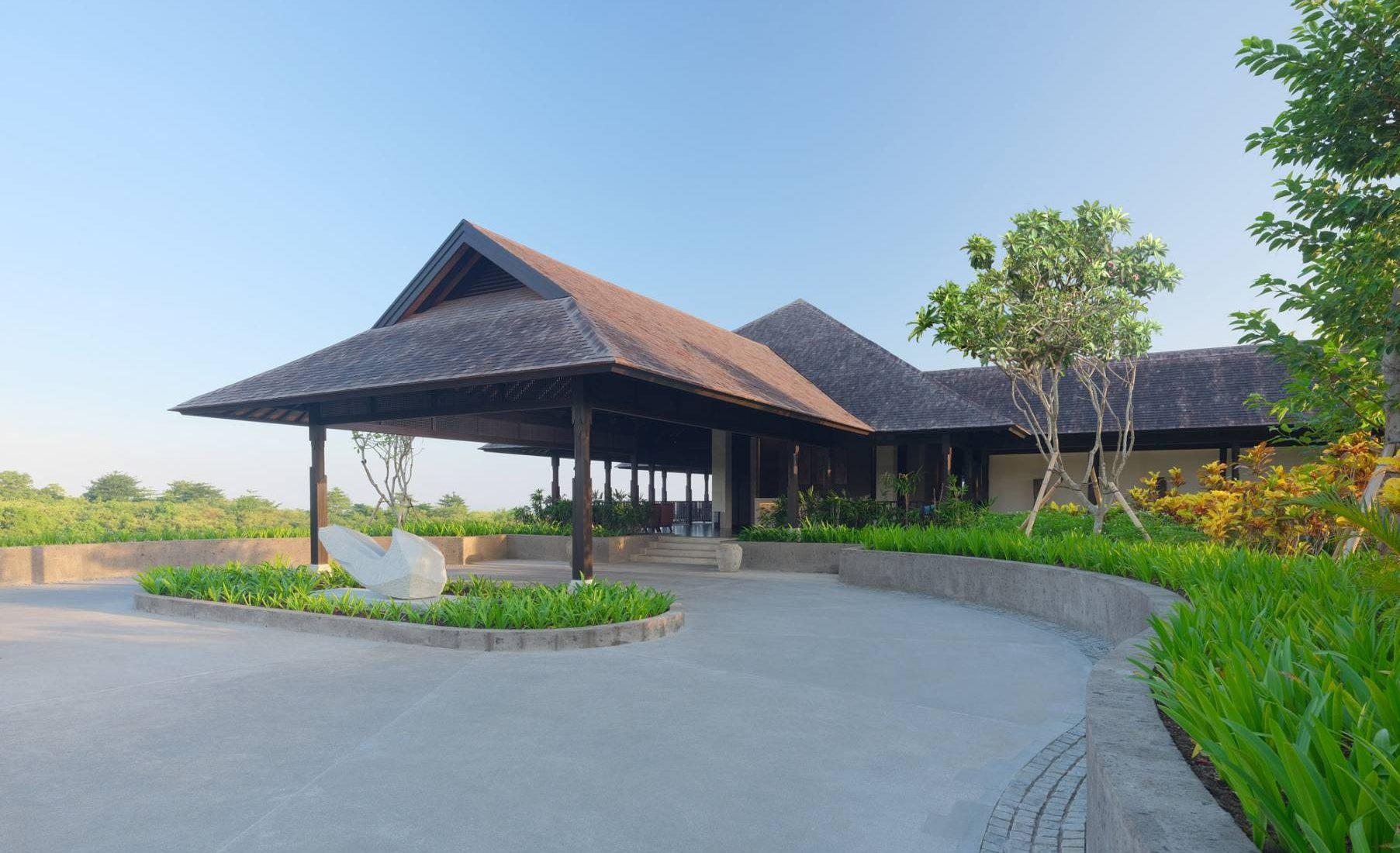 Raffles Bali - Raffles Bali's Iconic Sculpture by Richard North-Lewis