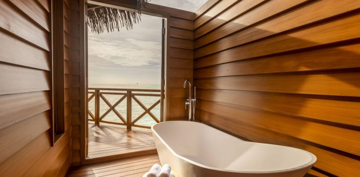 26_overwater-villa-bathroom