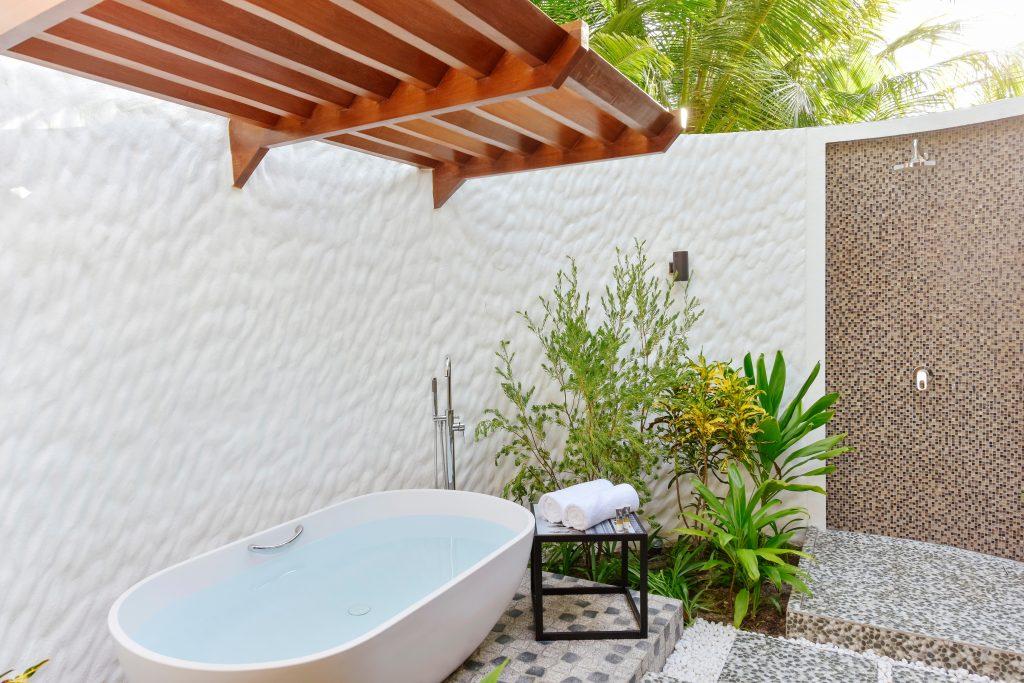 Beach Villa_Mercure Maldives Kooddoo_Bathroom
