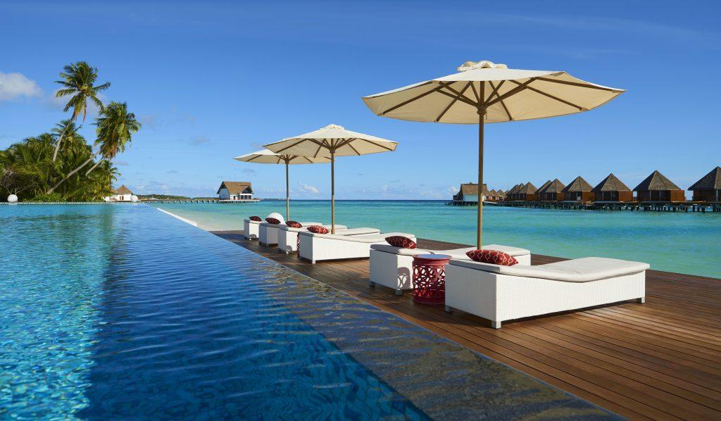 Pool Bar Mercure Maldives Kooddoo