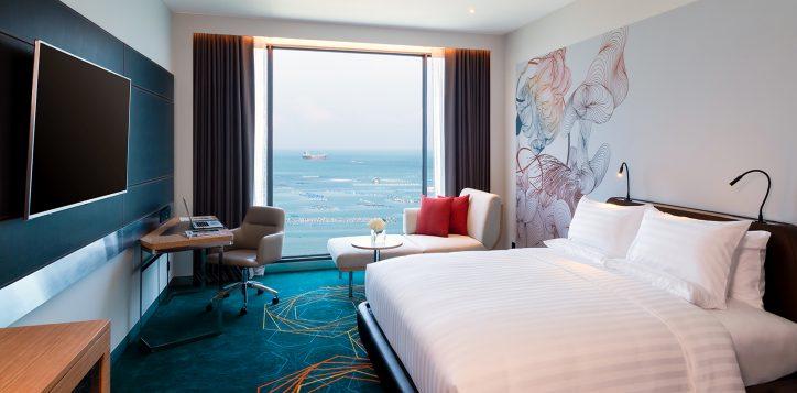 3-rooms-suites-details-3-premier-deluxe-room