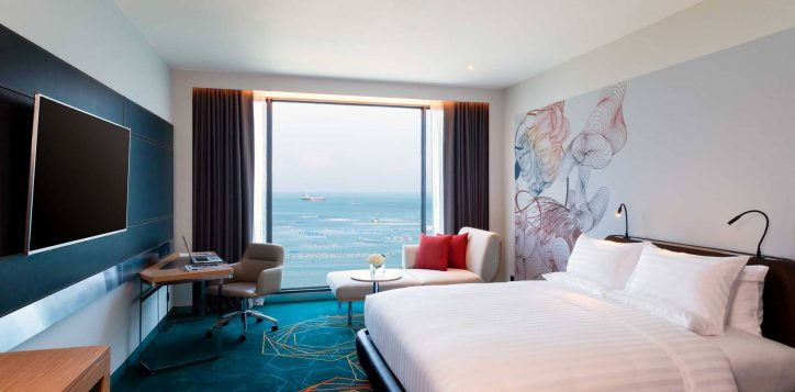 1-deluxe-king-sea-view-compress