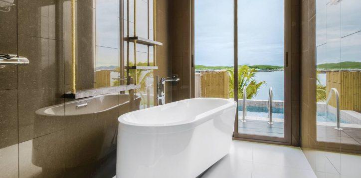 island-marina-grand-pool-villa-bathtub